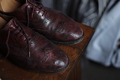 old red shoes (Nicolas Fourny photographie) Tags: canon 600d 50mm shoes richelieus englishshoes dof depthoffield profondeurdechamp leather redleather cuirrouge