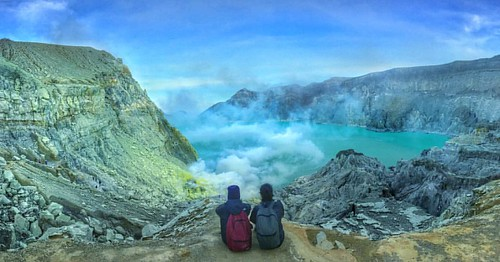 And this is all we know 🙌.   #hiker #sky #photography #photooftheday #sun #volcano #ijen #banyuwangi #indonesia #mountain #morning #holiday #trip #journey
