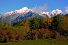 Un bello paisaje del Pirineo Catalan (Angeles h) Tags: nature green blue landscape ngc