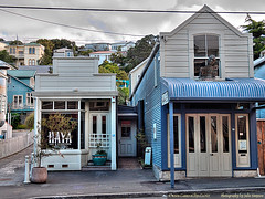 Haya Cafe and No 91 Aro Street (Photography by Julie Simpson) Tags: ptx wellington arostreet woodenhouses