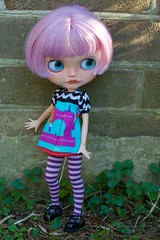 Lennon Outside (Chassy Cat) Tags: blythe chassycat custom customized customizer simplylilac doll lavender teeth takara lilac pureneemo small pure neemo