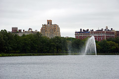 Jacqueline Kennedy Onassis Reservoir, Central Park, NYC (SomePhotosTakenByMe) Tags: jacquelinekennedyonassisreservoir reservoir centralpark park wasser water gebäude building usa america amerika nyc newyork newyorkcity manhattan innenstadt stadt city uppereastside urlaub vacation holiday outdoor uptown