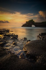 Sunset at Batu bolong temple (Jag Motoyu) Tags: longexposure temple pura batubolongtemple rocks tourism pariwisata haida d7100 nikon seascape tanahlot visitindonesia jalanjalan holiday liburan travelling travellingindonesia travel bali jagmotoyu indonesia golden beauty sunset