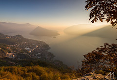 L'ultima luce del giorno (Andrea Moraschetti Photography) Tags: ngc lake iseo water light sun ray view landscape viewfromabove italy lombardia top mountain island monteisola lago italian place day sunset golden