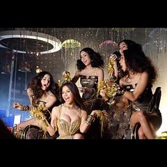 สวยและรวยมาก! ภาพจากกองถ่าย MV. มีทองท่วมหัว ไม่มีผัวก็ได้ single ใหม่ จาก จ๊ะ อาร์สยาม รอฟังเพลงได้ก่อนใครที่ LINE MUSIC และดู MV ได้ที่สบายดีทีวี และ YouTube : RsiamMusic กันยายนนี้! #JahRsiam #RsiamMusic