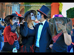 Making Photographs at the Day of the Dead - San Miguel de Allende, Mexico (Sam Antonio Photography) Tags: dayofthedead eldiademuertos sanmigueldeallende mexico catrinas facepainting travel celebration portrait samantoniophotography dead latino latin cultural mexican day culture holiday skelleton parade tradition hispanic fiesta colorful festival dia mask death muertos makeup religion carnival costume couple kiss trump candid party