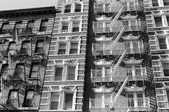 000199230024 (kairuy) Tags: bw newyork manhattan lowereastside trix400