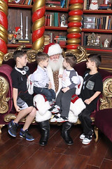boys looking at santa II_12 13 15.jpg (Phil Goldman) Tags: december 2015 pgoldman pennsylvania philadelphia marino maddox marco santa location person year month unitedstates