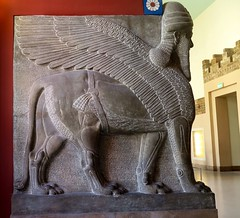Pergamon Museum in Berlin - Assyrian lamassu (Sokleine) Tags: sculpture animals porte gate antiquities archeology pergamonmuseum museum muse berlin deutschland germany allemagne red rouge lamassu assyrian history