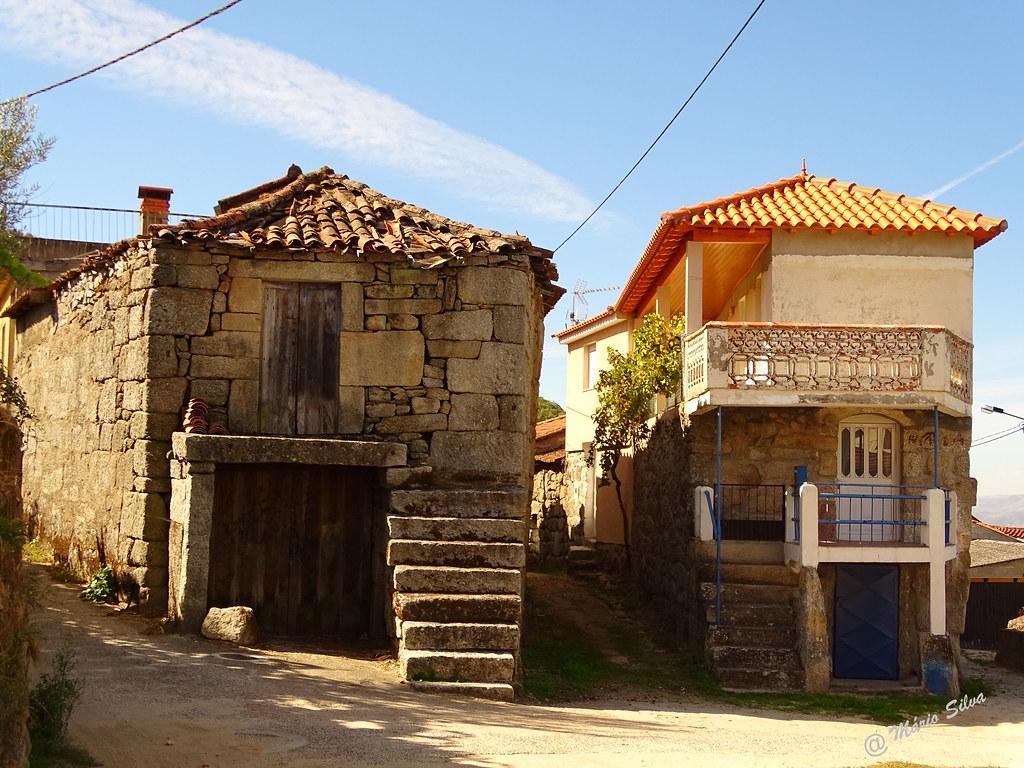 Águas Frias (Chaves) - ... duas casas ... descubra as diferenças ...