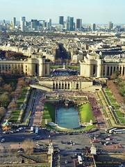 Eiffelturm, Paris (Frankreich) - Blick über die Seine Richtung Jardins du Trocadéro und des Grande Arche de la Défense (cd.berlin) Tags: paris france frankreich 1999 analog eiffelturm latoureiffel cdberlin