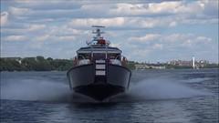 FDNY Firestorm Flyby Video (MetalCraft Marine) Tags: mcm metalcraft marine fdny fireboat firestorm 70 video flyby overtake waves