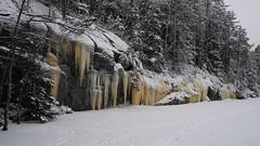 Icicles on a lake shore cliff (Lake Saarijärvi, Espoo, 20140126) (RainoL) Tags: 2014 201401 20140126 espoo finland forest ice icicles january lake saarijärvi snow u uusimaa winter geo:lat=6032140500 geo:lon=2460889800 geotagged nuuksionationalpark nationalpark nuuksionkansallispuisto