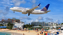 United Airlines Boeing B737-7 N33714 (SjPhotoworld) Tags: caribbean caribbeansea netherlands antilles netherlandantilles sintmaarten stmartin stmaarten sxm tncm princessjuliana airport boeing b737 b737700 splitscimilarwinglets beach airliner aviation avgeek aircraft airplane airline airliners airlines united unitedairlines ua passenger passengerjet plane planespotting canon challenge transport travel maho mahobeach sonesta sunsetbeachbar sunsetbeach sunsetbar arrival lowapproach lowlanding low outdoor vehicle n33714 departure takeoff fence