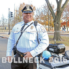 USPP, Dec. '16 -- 31 (Bullneck) Tags: uspp usparkpolice nationalmall autumn americana washingtondc federalcity protest cops police heroes uniform macho toughguy biglug bullgoons motorcops motorcyclecops motorcyclepolice sambrowne breeches harley motorcycle gun washingtonmonument