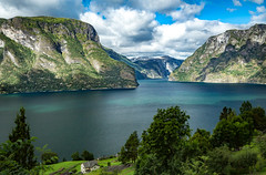 Aurlandsfjorden, Sogn og Fjordane, Norge (North Face) Tags: norway norwegen norge fjord fjorden water mountain mountains cliffs landscape nature summer canon eos 5d mark iii 5d3 24105l clouds