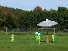 Family of Aliens! (Ullysses) Tags: autumn canada automne display quebec aliens martians luskville pontiaccounty entreposageluskvillestorage magasinpontiaccountrystore