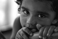 Menina do ônibus (Gabriel Pinheiro Ramos) Tags: city brazil portrait urban blackandwhite bw brasil photoshop pb pretoebranco portr