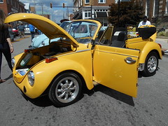 1976 Volkswagen Super Beetle Convertible (splattergraphics) Tags: 1976 volkswagen superbeetle beetle convertible vw volksrod carshow charlestowncarshow charlestownwv