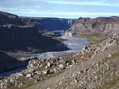 Jkuls  Fjllum (Ondrej V.) Tags: jokulsaafjollum iceland river water canyon rock outdoor landscape glacialriver cliff rockformation mountainside