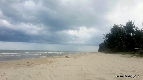 Suasana di Pantai Melawi, Bachok, Kelantan