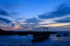 Daybreak of the pacific ocean (t.kunikuni) Tags:      jp          japan ibaraki ibarakiken oarai oaraimachi oaraicoast oaraiisomaejinjashrine sunrise daybreak dawn coast sea ocean shrine torii