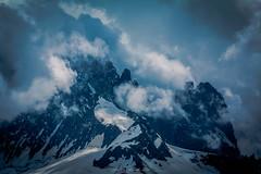 Rayon de Soleil sur les Grands Montets (Frdric Fossard) Tags: orage nature glacier neige atmosphre dramatique claircie accalmie bleu petiteaiguilleverte grandsmontets lesdrus alpes hautesavoie massifdumontblanc france rocher granite tlphrique garedesgrandsmontets cime crte arte lumire ombre