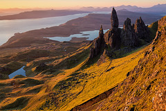 Victory (David Ball Landscape Photography) Tags: isleofskye scotland theoldmanofstorr storr visitscotland sunrise mountain light canon clouds cloudsstormssunsetssunrises travel adventure davidballlandscapephotography 2016 landscape photography outdoors oldmanofstorr