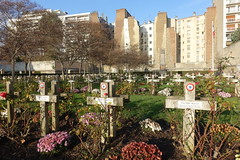 Carr Militaire @ Vaugirard Cemetery @ Paris (*_*) Tags: paris france europe city autumn fall 2016 saturday sunny december cimetiere cemetery vaugirard military french tomb soldier war carrmilitaire cross christian 75015 15 paris15