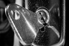 MYSTERIOUS SUITCASE   IMG_6028 (photo.bymau) Tags: bymau canon 7d black white bw noir blanc negro suitcase valise macro close closup closeup proxi studio key clé clef contrast