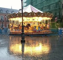Madrid (Eliazar Torre) Tags: madrid lluvia ciudadconlluvia espaa spain reflejo navidad tiovivo