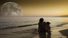Playa (Jarelgran) Tags: playa costa coast beach moon luna llena baby mom mother madre relax descanso salou mediterraneo mar sea disfrutar tranquilidad atardecer horizonte crepsculo