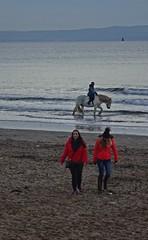 Redcoats (Bricheno) Tags: girls bricheno ayrshire scotland escocia schottland écosse scozia escòcia szkocja scoția 蘇格蘭 स्कॉटलैंड σκωτία irvine beach clyde estuary firthofclyde horses candid