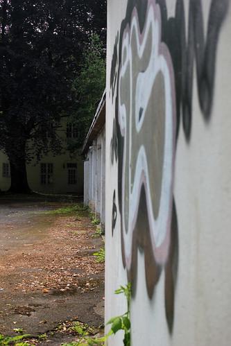"Garagenhof (01) • <a style=""font-size:0.8em;"" href=""http://www.flickr.com/photos/69570948@N04/20330509850/"" target=""_blank"">Auf Flickr ansehen</a>"