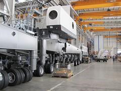 Liebherr-Werk Nenzing GmbH (Neuwieser) Tags: plant mobile harbour crane offshore cranes caterpillar kran werk crawler tracked liebherr nenzing lhm gmbh raupenkran hafenmobilkran offshorekran