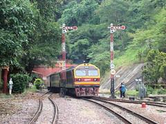 Thailand - Khun Tan - Arrival of the train (railasia) Tags: thailand infra hitachi srt 2015 metergauge khuntan changwatlamphun classicsignal dlocotrain