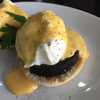 Today's breakfast was not as good as this! One of Glasgows better kept secrets! #bell&felix #bell #felix #polockshaws #breakfast #stornoway #black #pudding #Scotland #poached #egg #holondaise #sauce #muffin #breakfast #yesterday #secret