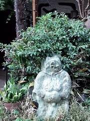 #4509 racoon dog () in bronze (Nemo's great uncle) Tags: roppongi  minatoku  racoondog   tky  nyctereutesprocyonoides nyctereutes procyonoides