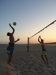 Guys Practice Spike Sunset (2)