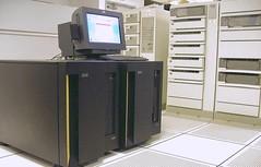 Anglų lietuvių žodynas. Žodis mainframe computer reiškia pagrindinių kompiuterių lietuviškai.