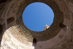Oculus (Five Second Rule) Tags: split croatia dalmatia city summer oculus palaceofdiocletian palace hole circle roof sculpture architecture imperialaudiencehall concerts bluesky historical