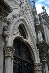 Beautiful Archway with skulls lining it (VinayakH) Tags: tombs tomb recoletacemetery recoleta larecoletacemetery cemetery buenosaires graves argentina latinamerica southamerica mausoleum artnouveau artdeco neogothic baroque architecture