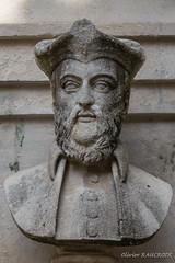 20160817_095722_7495-2 (Olivier_1954) Tags: statue nostradamus buste fontaine france vacances saintrmydeprovence provencealpesctedazur fr