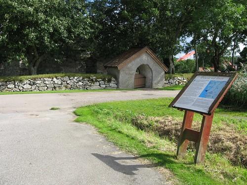 Informationstavla vid kyrkoruinen i Ytterby 2012 (1)
