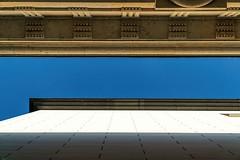 Die Lücke The gap (ruedigerhey) Tags: brandenburgertor berlin laterne kandelaber siegessäule himmel hauptstadt deutschland architektur engel säule brandenburger tor lantern candelaber heaven capital germany architecture angel column brandenburg gate