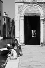 19 (Massimiliano Girotto) Tags: venezia bambini galleria