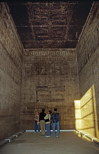 "Ägypten 1999 (522) Tempel von Dendera • <a style=""font-size:0.8em;"" href=""http://www.flickr.com/photos/69570948@N04/31160188321/"" target=""_blank"">View on Flickr</a>"