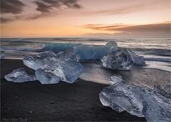 Jkulsrln beach at sunrise (Elanor82) Tags: canon eos 5d mark iii mrk3 mk3 2470 usm is iceland island jkulsrln beach spiaggia iceberg ice glacier sunrise alba sand sabbia black nera sea ocean seaside shore
