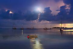 Godersi la luna (Zz manipulation) Tags: art ambrosioni zzmanipulation notte nigth luna moon sera barche mare people marina