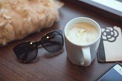 exelsior-4 (yulialisitsaphoto) Tags: sunglasses cafe tea honey latte